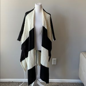 Oversize black and white sweater